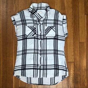 👚 Plaid sleeveless button down